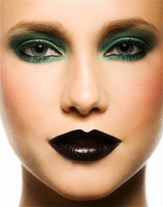 dark-green-eyes-makeup